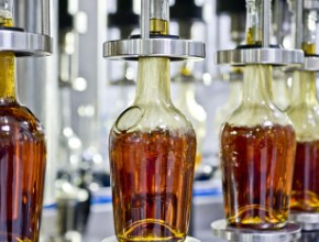 Комитет Госдумы поддержал обязательную маркировку стеклянных бутылок для крепкого алкоголя