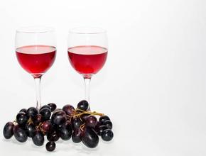 Ученые: Вино снижает риски возникновения рака в организме
