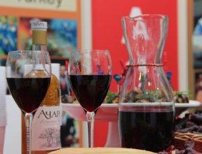 Домашнее не значит лучшее: какая судьба ждет кустарный алкоголь в Абхазии