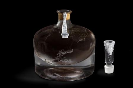Хрустальная бутылка с портвейном 1863 Niepoort продана в Гонконге за $128 000