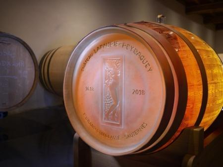 Хрупкое хранилище. Компания Lalique создала точную реплику 225-литровой бочки из хрусталя