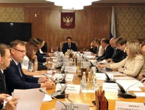 Алексей Гордеев провёл совещание о развитии отечественного виноградарства и виноделия